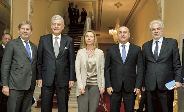 Federika Mogerini sa svojim kolegama iz EU i turskim domacinima u Ankari