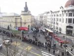 ЦЕНТАР БЕОГРАДА: На стотине људи чека у реду за позоришне карте