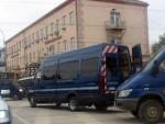 НАСИЛНИ ПРОТЕСТ У ПРИШТИНИ: Повређено 19 полицајаца, нападнуте екипе РТС-а и РТК2, каменована амбасада Црне Горе