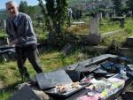 КОСОВО: Не сметају њима по Косову српски гробови, него корени који су дубоко под њима