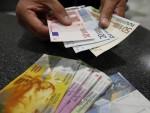 """НЕМА КРАЈА МУКАМА ЗАДУЖЕНИХ: Хиљаду евра за промену """"швајцарца"""" у евро"""