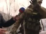 (ВИДЕО) НА ЧИСТОМ ЕНГЛЕСКОМ: Out of my face, одрезао војник у украјинској униформи новинарки