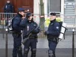 НОВИ ИНЦИДЕНТ У ПАРИЗУ: Упуцана полицајка испред Оландове резиденције