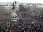 МИЛИОН ЉУДИ ПРОТЕСТУЈЕ У ПАРИЗУ: Оланд, Дамерон и Меркелова на челу Марша солидарности