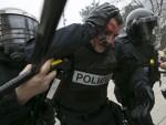 (ВИДЕО) СУКОБИ НА УЛИЦАМА ПРИШТИНЕ: Повређено 30 полицајаца, Албанци каменицама гађали специјалце!
