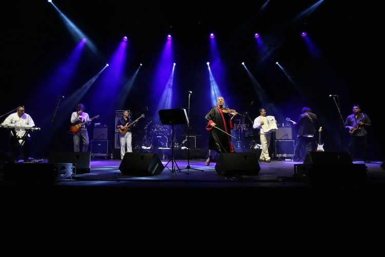 Emir Kusturica i The No smoking orchestra 2
