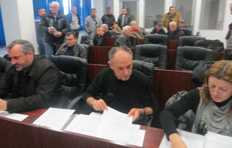 Мештани Угљара у Грачаници | Фото: Новости