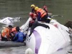 (ВИДЕО) ТАЈВАН: Погледајте језиви снимак тренутка пада путничког авиона у реку