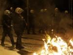 ПРОТЕСТ ПРОТИВ СИРИЗЕ: Левичари и анархисти демолирали центар Атине