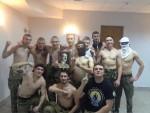 ОВО СУ ПРОТИВНИЦИ ПРОРУСА: Украјински добровољци се сликали са Хитлеровом фотографијом