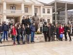 АНДРИЋГРАД: Ученици положили цвеће на споменик Иву Андрићу