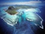 """НИЈЕ ФОТОШОП Невероватне фотографије: Океан нестаје у """"подводном вртлогу"""""""