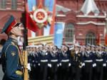 ИВАНОВ: На паради и најновија руска оружја и тенкови Т-34