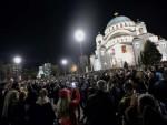 БЕОГРАД: Гарда Војске Србије дочекала Благодатни огањ испред храма Светог Саве