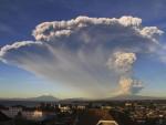 """НОВА ЕРУПЦИЈА: """"Калбуко"""" поново избацује пепео, гас и ужарено камење"""