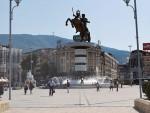МАКЕДОНИЈА: Повређени албански посланик дочекан рафалима по изласку из болнице