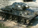 ЗАПРЕПАСТИО ГЛЕДАОЦЕ: Амерички рвач изашао пред публику са руским тенком, под руском заставом, уз звуке руске химне!