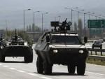 МАКЕДОНИЈА: Оклопна возила на међи