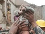 ПЕТ ДАНА ПОСЛЕ ЗЕМЉОТРЕСА У НЕПАЛУ: Дечак извучен жив из рушевина у Катмандуу