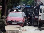 ПОКАЗАО СКРИВЕНО ОРУЖЈЕ: Полицији побјегао један од ухапшених у Куманову