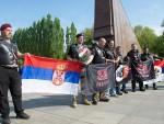 БЕРЛИН: Ноћни вукови са заставом Србије