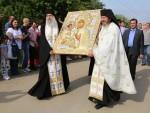 СВЕТИЊА У ВАРВАРИНУ: Тројеручица стигла из манастира Хиландар