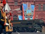 ЧАСТ, СНАГА, РАДОСТ: Министар одбране Русије Сергеј Шојгу се прекрстио па извршио смотру јединица и предао рапорт Путину (снимак параде)