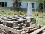 СЛАВКО ХЕЛЕТА: Споменик Иви Андрићу крај ћуприје на Дрини у Вишеграду оскрнављен отпадом!