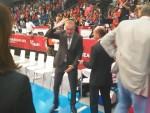 РЕВОЛТ: Ђилас грмео на организаторе: Ово је срамота, где је грб на застави?