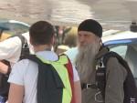 СВЕШТЕНИЦИ У ТРАДИЦИЈИ СРПСКЕ ВОЈСКЕ: Дан са јединим владиком падобранцем у Православној цркви