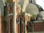 СКРНАВЕ СВЕТИЊУ: На светињи албански алпинисти