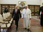 НИЈЕ СЕ НАЉУТИО: Папа чекао Путина 70 минута