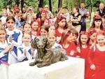 СПАСАО ДЕВОЈЧИЦУ: Споменик неустрашивом јазавичару Леу