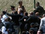 ЛУКАЧ: Вучић задобио више удараца камењем, делегација Србије евакуисана из Поточара (ВИДЕО)