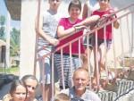 20.000 ПЛАТЕ И 85 АРИ ЗЕМЉЕ: Како са седморо деце опстати у селу