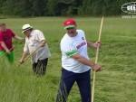 ПРИЈАТЕЉИ: Лукашенко научио Депардјеа да коси траву