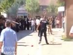 ИНЦИДЕНТ У ЂАКОВИЦИ: Албанци пробили полицијски кордон који је штитио Србе