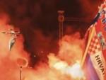 """ХИЉАДЕ ХРВАТА УЗВИКИВАЛИ """"ЗА ДОМ СПРЕМНИ"""" И """"УБИЈ СРБИНА"""": Дрон са српском заставом на концерту Томпсона у Книну"""