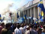 КИЈЕВ: У нередима испред Парламента повријеђено 15 полицајаца