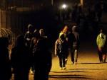 БУДИМПЕШТА: Мађарска камерманка отпуштена због шутирања избеглица