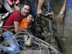 БУДИМПЕШТА: Мађарска полиција испалила сузавац на мигранте
