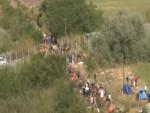 ПРЕКО МАКЕДОНИЈЕ СТИЖЕ НОВИ, ЈОШ ВЕЋИ ТАЛАС ИЗБЕГЛИЦА: Мађари затварају капију, шта чека Србију