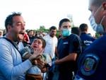 ДРАМА НА ГРАНИЦИ: Мигранти пробили кордон, полиција користила бибер-спреј