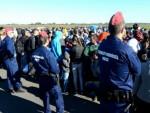 ВУЛИН: Мигранти неће моћи назад из Мађарске