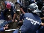 ДРАМА БЕЗ КРАЈА: Мигранти легли на шине, неће у прихватни центар