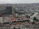 """ПРИШТИНА: Активисти """"Самоопредељења"""" срушили ограду око Владе Косова"""
