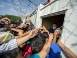 ХАОС У МАЂАРСКОЈ: Уведено ванредно стање, избеглице штрајкују глађу, деле им летке за руту кроз Хрватску