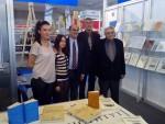 САЈАМ КЊИГА У БЕОГРАДУ: Амбасадор Грчке у Београду посетио штанд Андрићевог института