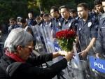 АНКАРА: Каранфили за жртве, пароле против Ердогана