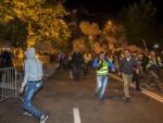 БУРНА НОЋ У ПОДГОРИЦИ: Специјалци јурили демонстранте по улицама, разбијени семафори и излози